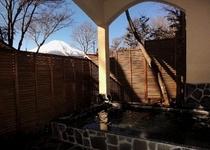 富士の見える露天風呂