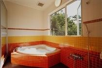 離れの部屋風呂は、眺望風呂
