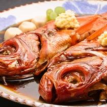 """【夕食一例】稲取のお祝いにはかかせない伝統料理""""金目鯛の腹合わせ"""""""