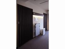 客室の扉はアコーディオンカーテン