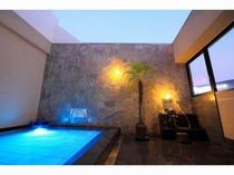 露天風呂で博多の夜空を見上げながら……