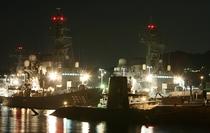 夜の海上自衛隊呉基地(アレイからすこじまから)