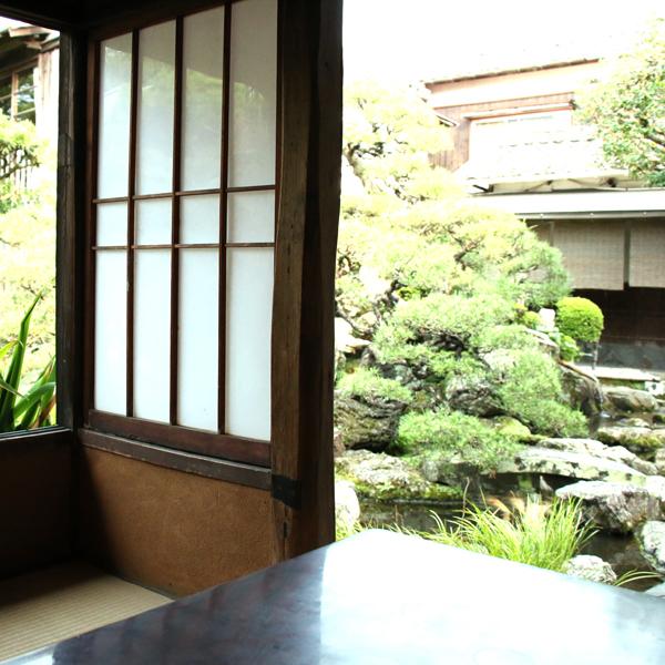 【茶室】母屋の茶室 お庭がすぐ目の前に