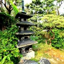 【庭】慶長五年(1600年)城主稲葉候に同行したといわれる家老稲川氏の屋敷跡です。