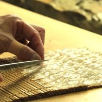 【料理長】少し厚めの切り方で一切れずつ味わって食べるのが臼杵流