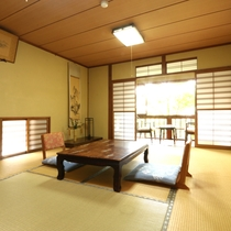 【蔵上部屋】2階にある客室。隠れ家的な雰囲気です。