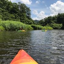 *カヌーに乗って湖面を歩こう