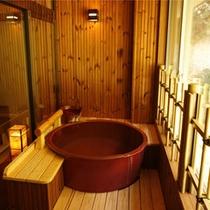 半露天風呂付客室の浴室