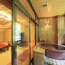 【客室一例】半露天風呂付き客室…陶器で出来た浴槽が味わいあるお部屋。もちろん源泉100%掛け流し!