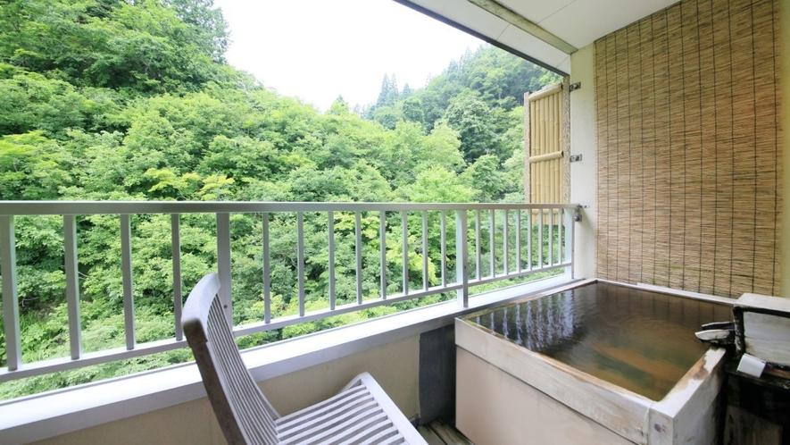 【客室一例】別館露天風呂付き客室(ツイン)…四季の景色は、お部屋の露天風呂でも楽しめます。