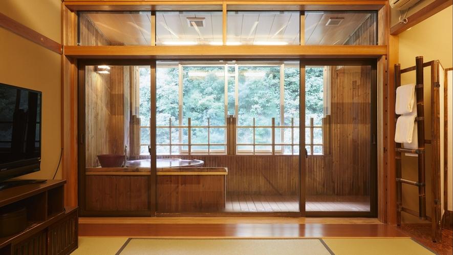 【客室一例】半露天風呂付き客室…陶器製の浴槽が味わいあるお部屋。窓を開けて自然の風も感じられます。