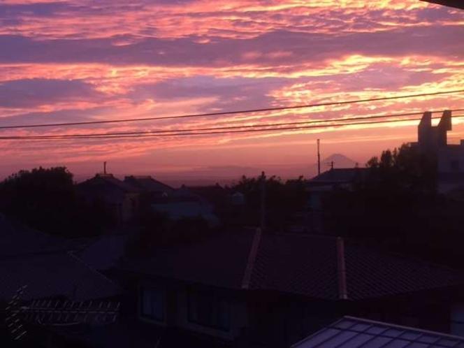 3階客室より見る夕陽 富士山