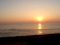 金谷港から眺める夕日は絶景です。夕暮時にお散歩なんていかがですか?