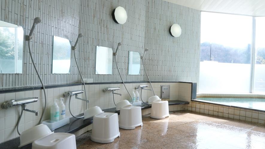*【風呂】男性用大浴場でございます。リンスインシャンプー・ボディソープ完備