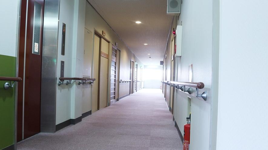 *【館内】手すりのついた廊下がございます