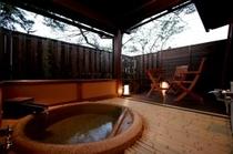 芹の間の露天風呂