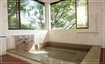 源泉からひっぱっている天然温泉♪サラサラのお湯でお肌がすべすべになります。