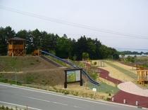 宿より1キロ、長い滑り台のある公園があります。