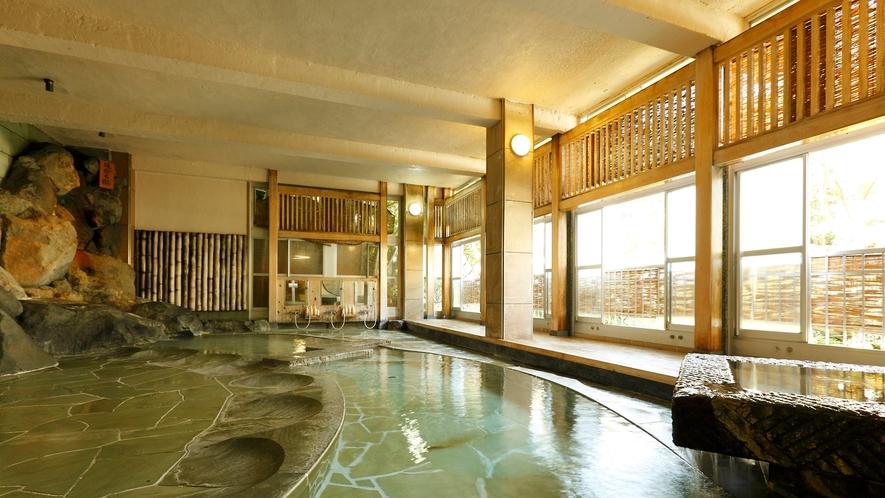 【大浴場:内風呂】「菊風呂」川の流れをイメージした開放感のある大浴場(男女入替制)