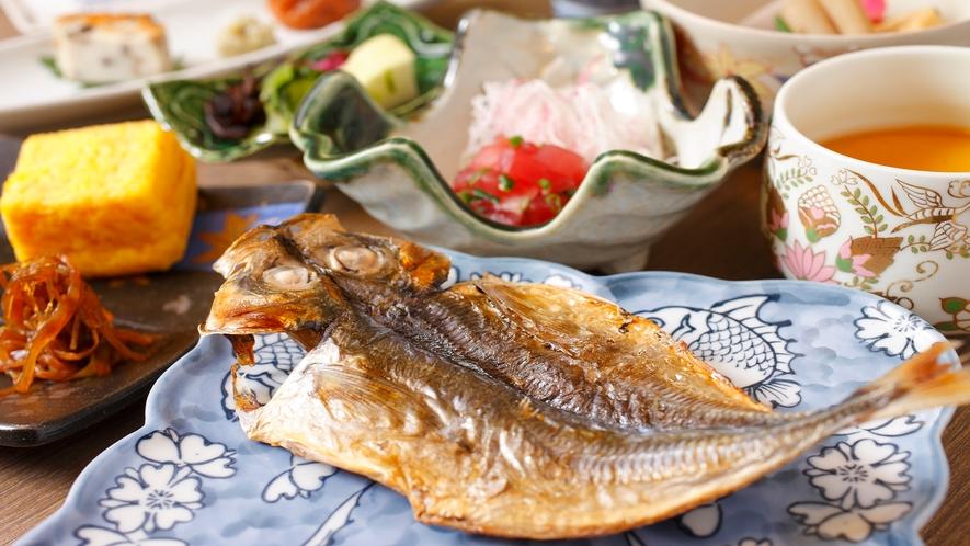【朝食:和食】選べる和食or洋食 干物や小鉢をお膳でご用意