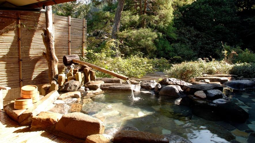【大浴場:露天風呂(男性)】「朱雀の湯」喧騒から離れたお時間をゆっくりとお過ごし下さいませ