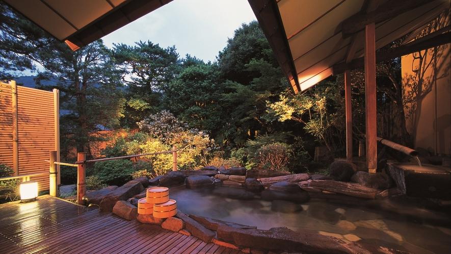 【大浴場:露天風呂】「朱雀の湯」就寝前に…気持ちの良い早朝に…湯めぐりをお楽しみください