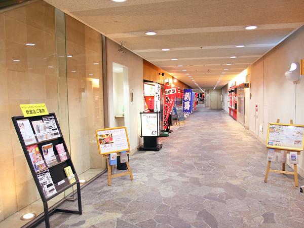 1階グルメスクエア通路