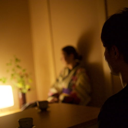 【迎賓特別室】間接照明で落ち着いた空間