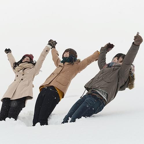 【冬】みんなで雪に飛び込み!!