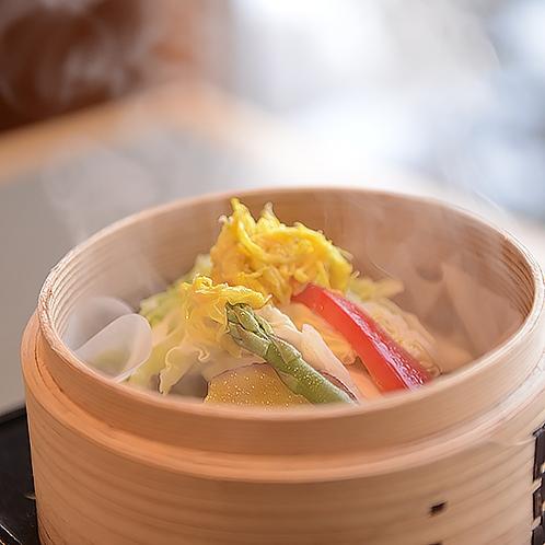 【朝食】地元産野菜のセイロ蒸し