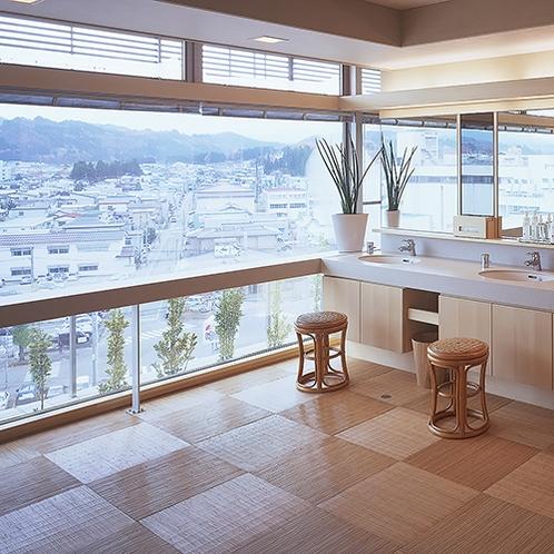 【別棟アネックス7階】脱衣場にタオル・ブラシ・ドライヤー・化粧水を備え付け。