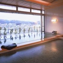 【別棟アネックス7階 展望温泉】奥羽山脈の自然と、横手の街並みが一望できる展望風呂。