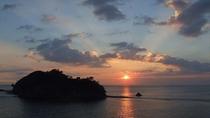 当館から見た夕陽。夕陽の光が放射線状に伸びていきます…
