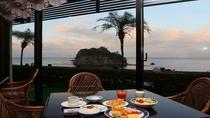 朝食バイキング会場 レストラン「西海岸」