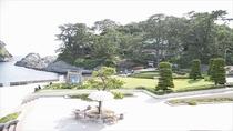 堂ヶ島の中心部。遊覧船や遊歩道、天窓洞などがあります