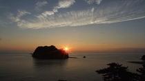 当館から見た夕陽。赤々とした夕陽が地平線に沈んでゆきます…