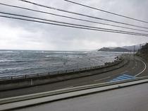 鴨ヶ浦海岸、灯台 方面です