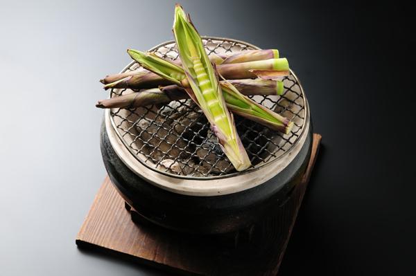オプション:根曲り筍炭火焼
