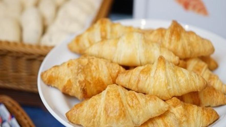 ■朝食 焼立てパン■