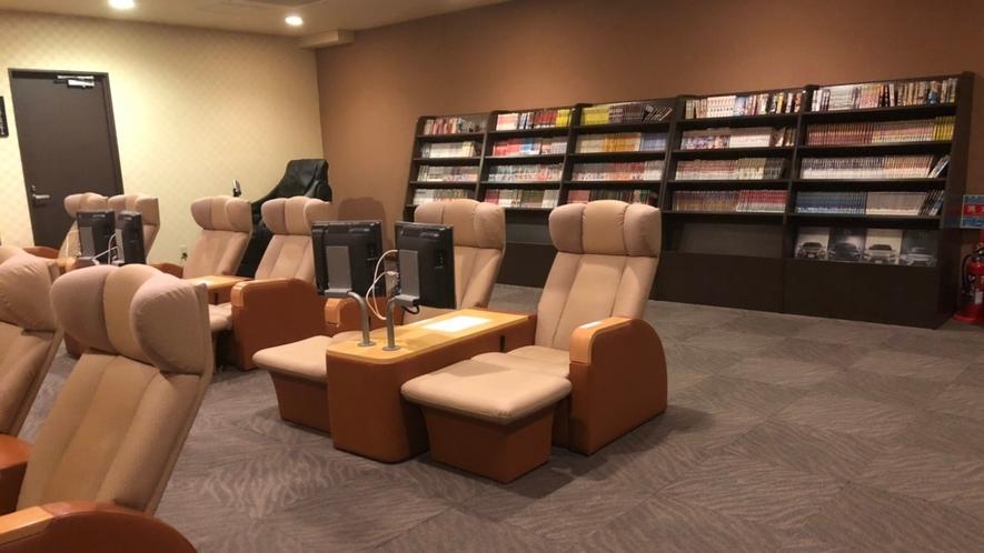 リラクゼーションルーム(※リクライニングシートにテレビ付き+ご自由に本も読めます)