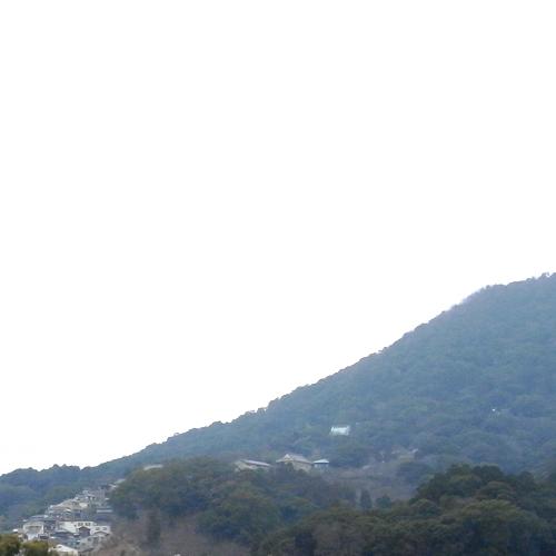 ホテルから金刀比羅宮の鎮座する象頭山の情景(一例)