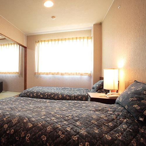 ツインベッドと和室の2間ある和洋室タイプ