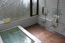 白タイルのきれいなお風呂