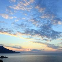 【永田いなか浜】ウミガメ上陸数が島内一の美しい海岸。美しい夕陽が楽しめるスポットしても人気です