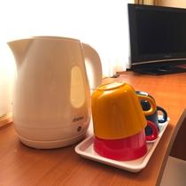 ◆電気ポット・カップ◆ 客室にご用意しています。