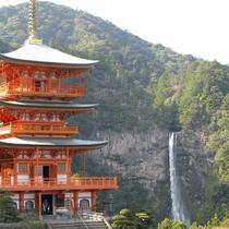 那智の瀧との調和が美しい三重の塔