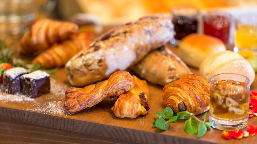 朝は美味しいパンを♪(和洋朝食バイキングイメージ)