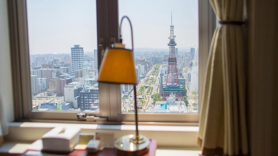窓から望む札幌テレビ塔(写真はデラックスコーナーツイン南側景色)