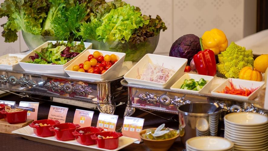 各種野菜を取り揃え♪サラダをお好みのドレッシングで♪