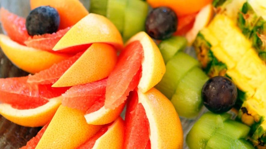 朝はフレッシュなフルーツを♪(和洋朝食バイキングイメージ)